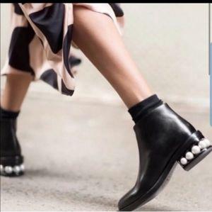 Katherine malandrino ankle boots size 6.5